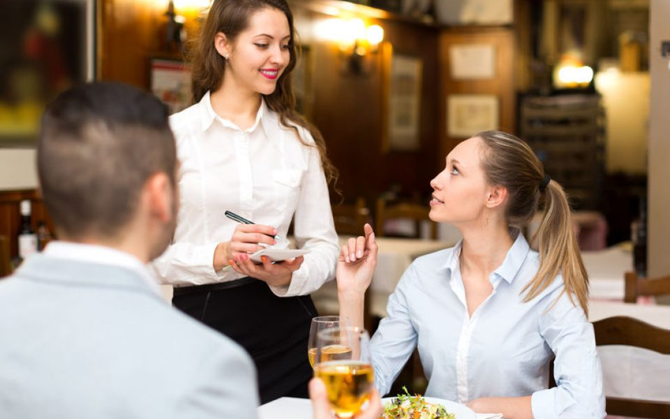 """Profesjonalny Kelner - obsługa Gości w restauracji a'la carte """"krok po kroku"""""""