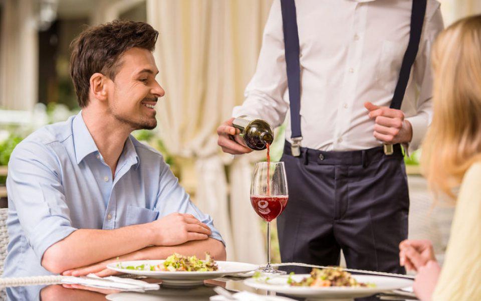 Kelner Mistrzem Sprzedaży - Jak zwiększyć sprzedaż i zarabiać więcej tipów