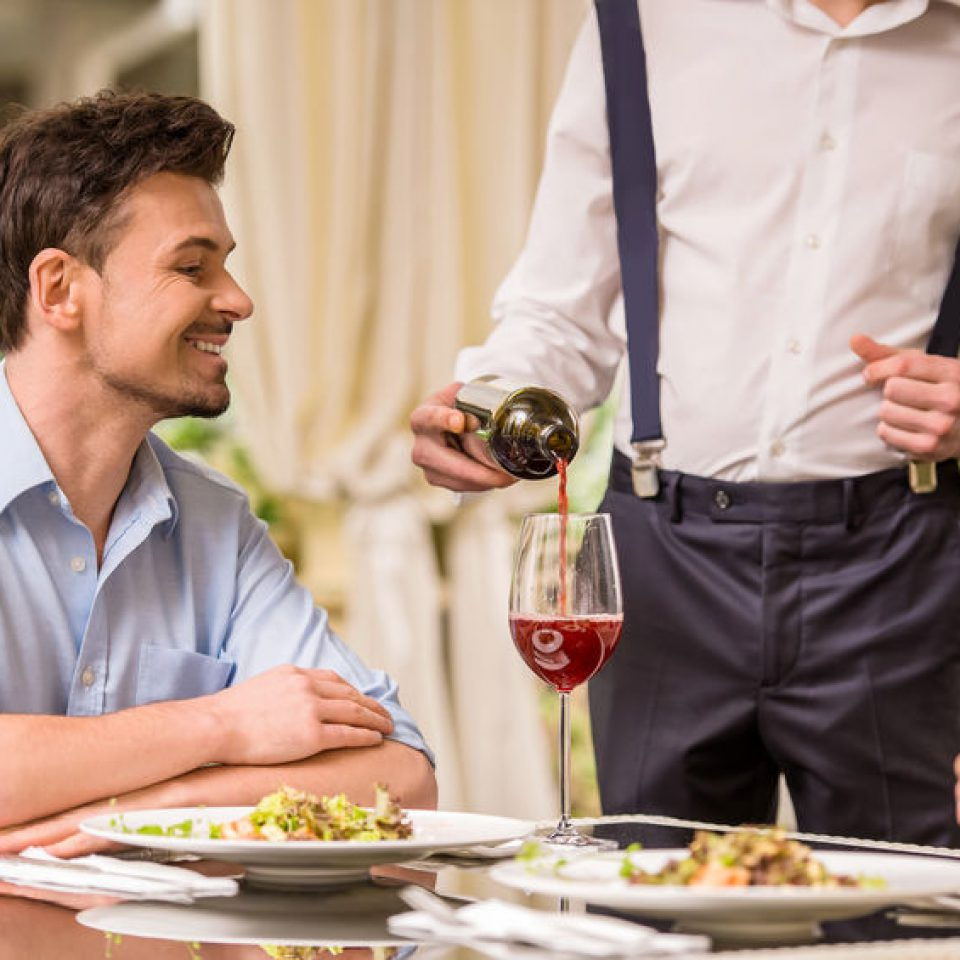 """Kurs kelnerski. Profesjonalny Kelner - obsługa Gości w restauracji a'la carte """"krok po kroku"""""""